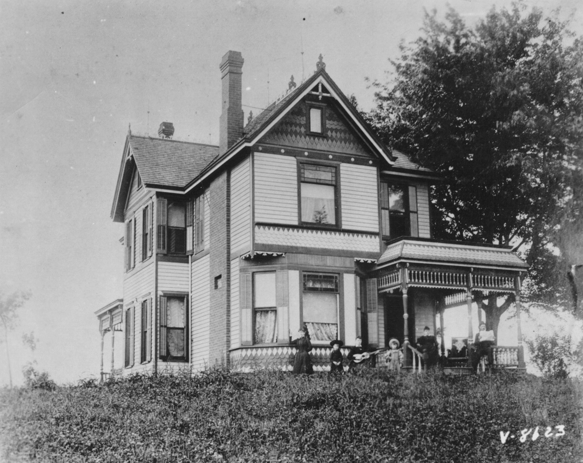 The Wallace family home at 8607 Independence Road (now Wilson Road). Kansas City Public Library.