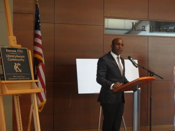 Kansas City Councilman Quinton Lucas speaks at a recent event at a recent event at which the city and the Library were presented a 2017 LibraryAware Community Award.