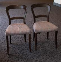 19 c. Pedestal Table, chairs